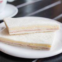 Sándwich de miga blanco de jamón y queso (6 unidades)
