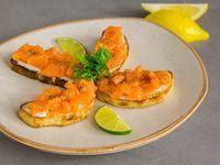 Crostini de salmón con queso mascarpone