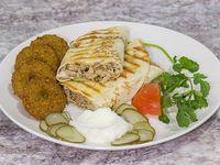 Sándwich shawarma + bebida en lata 350 ml o dulce árabe a elección