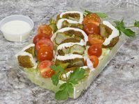 Ensalada de falafel + bebida en lata 350 ml o un dulce árabe a elección