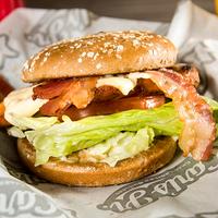 Combo - Chicken club sándwich + papas (porción grande) + bebida en lata 350 ml