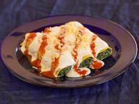 Canelones cubiertos de salsa blanca, tuco y queso (3 unidades)