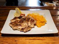 Pollo deshuesado al limón con guarnición
