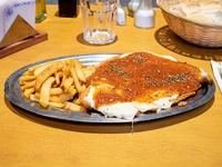 Milanesa napolitana con guarnición