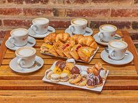 1 Docena de facturas + 1/2 docena de especialidades + 6 cafés