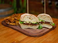 Sándwich anti Glotón vegetariano con papas fritas