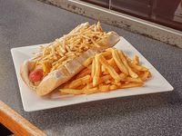 Superpancho especial envuelto en huevo frito, jamón y queso + lluvia de papas pai + aderezos a elección y papas fritas medianas