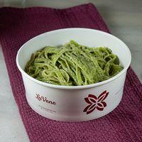 Fideos verde de acelga con salsa