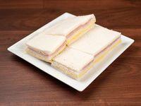 Sándwich triple de jamón y queso
