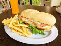 Combo 3 - Sándwich de pechuga de pollo + papas fritas + bebida