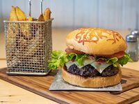 Classic burger + papas