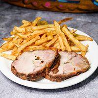 Sándwich o porción de bondiola con papas fritas