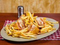 Club sándwich con papas fritas