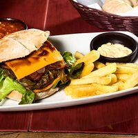 Sándwich de hamburguesa de la casa + papas fritas + salsas