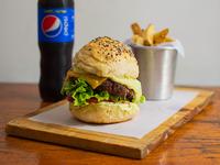 Combo 4 - Hamburguesa chihuaha + papas fritas + gaseosa línea Pepsi