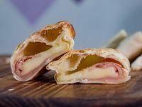 Empanada de muzzarella y jamón