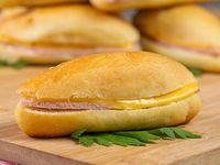 Emparedado de jamón con queso