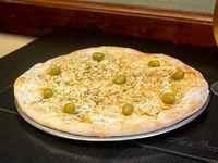 Pizza fugazzeeta rellena de muzzarella y cebolla