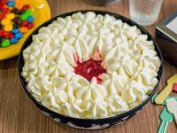 Torta de crema helada sabor a frutilla y crema americana