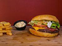 Combo - Hamburguesa classic + papas fritas + salsa a elección