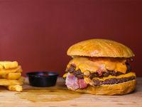 Combo - Hamburguesa fatburger + papas fritas + salsa a elección