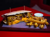 Sándwich brisket pork + papas fritas