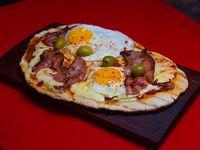 Pizza huevo y panceta