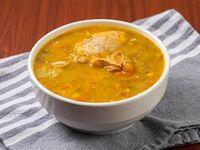 Sopa de Carne o Pollo 8 Oz + pan