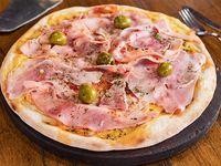 Pizza con mozzarella y jamón cocido natural