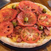 Pizza napolitana con ajo y panceta grande