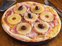Pizza con mozzarella, jamón cocido natural y ananá grande