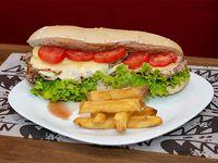 Sándwich gigante de bife de chorizo