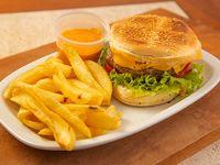 Hamburguesa clásica simple con papas fritas