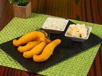 Orden de almojabanos con queso blanco y chimichurri