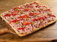 Pizza de jamón con morrones