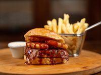 Hamburguesa all-in Texas con papas fritas