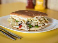 Sándwich de queso y cebolla frita