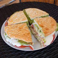 Sándwich de churrasco italiano gigante