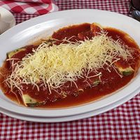 Cannelloni de carne y espinaca con salsa