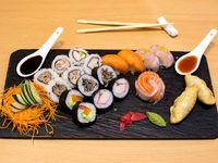 Promo 3 -2 Empanadas chinas+ 20 Piezas Sushi
