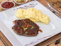 Menú 4 - Chuleta a la plancha + acompañamientos + salsa