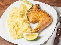 1/4  Pollo con guarnición (papas fritas o puré)
