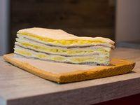 Sándwiches de ternera, queso y ananá (12 unidades)