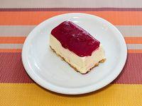 Cheesecake con salsa de frutos rojos