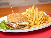 Hamburguesa casera 3100 más papas fritas