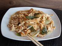 Pollo mongoliano con papas fritas