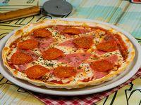 Pizza con pepperoni y jamón (tamaño mediano)