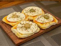 Pizzetas con muzzarella y aceitunas (4 unidades)