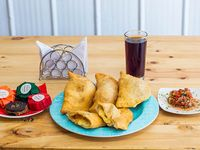 Promo Marina - 2 empanadas de camarón y queso + 2 empanadas de mariscos surtidos + bebida 2 L + 4 alfajores individuales