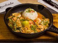Camarones thai al curry con piña